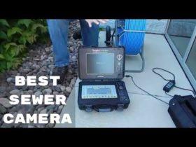 Τεχνικός κάνει διάγνωση με κάμερα στον Υμηττό