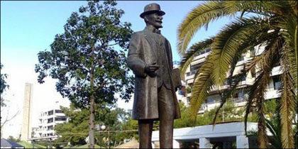 το άγαλμα του Βενιζέλου στην πλατεία Νέας Σμύρνης